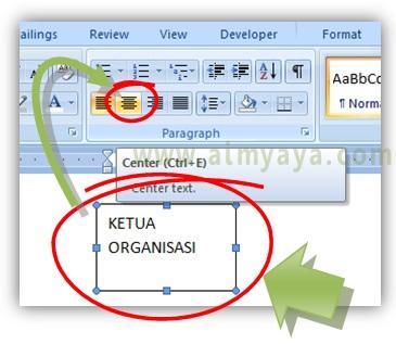 Gambar: Cara membuat tulisan rata tengah secara horizontal di dalam kotak teks Microsoft Word
