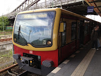 S-Bahn + Regionalverkehr + Bahnverkehr: Bombenentschärfung in Oranienburg am 4. Dezember Unterbrechung des Zugverkehrs der Linien RE 5, RB 12 und RB 20 · S-Bahn Linie S1 endet und beginnt in Birkenwerder · Schienenersatzverkehr mit Bussen
