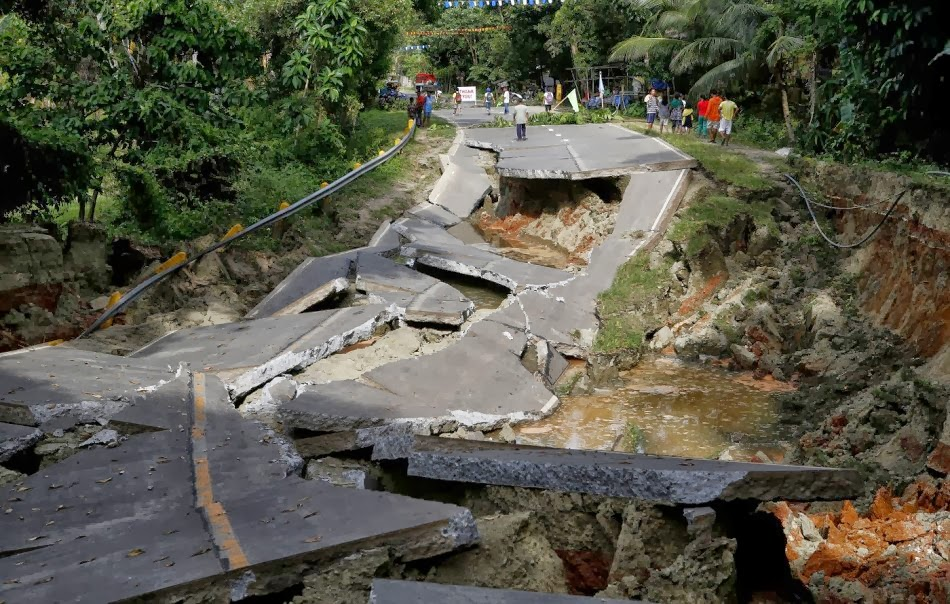BOHOL EARTHQUAKE 4