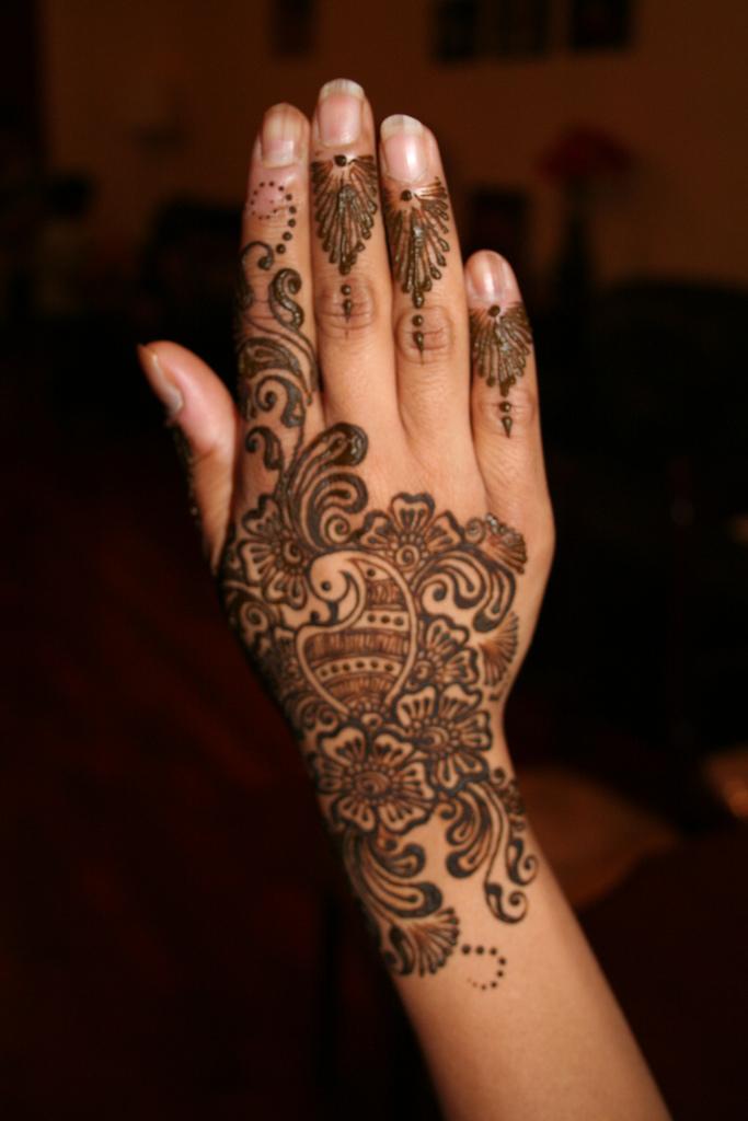 Mehndi Designs With : Mehndi style arabic designs