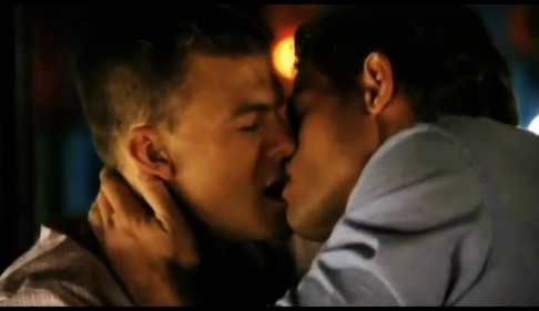 The Gay Makeout Scene on 90210 ? - Trevor Donovan and Alan Ritchson