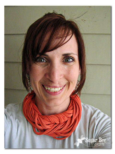 tshirt+yarn+cowl+tutorial.png