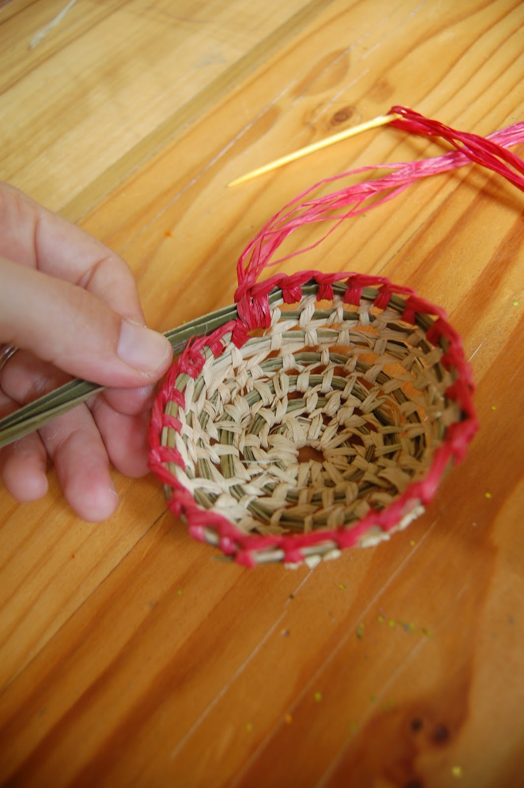 How To Weave A Simple Basket : Simple basket weaving tutorial with deb cole