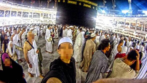 selfie saat haji umroh di kabah mekah