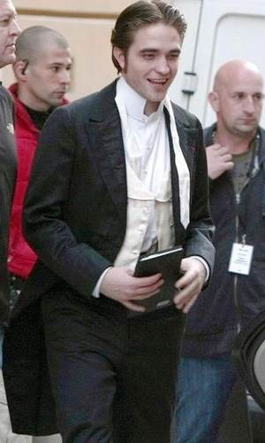 Ator Robert Pattinson e seu  Kindle Fire