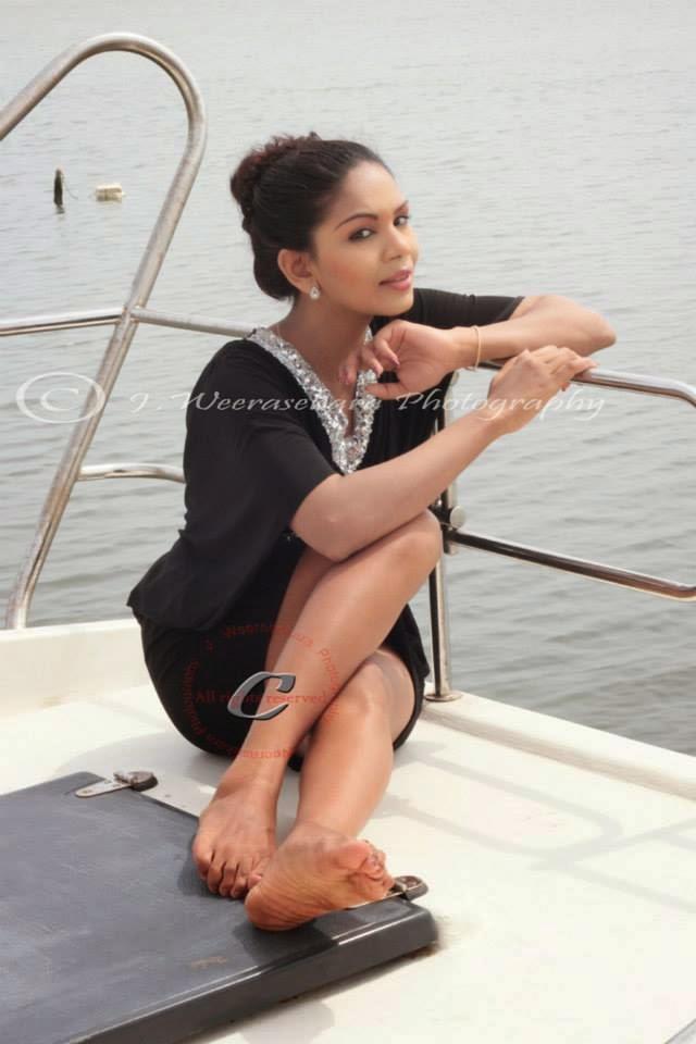 Imasha Dilshani boat ride