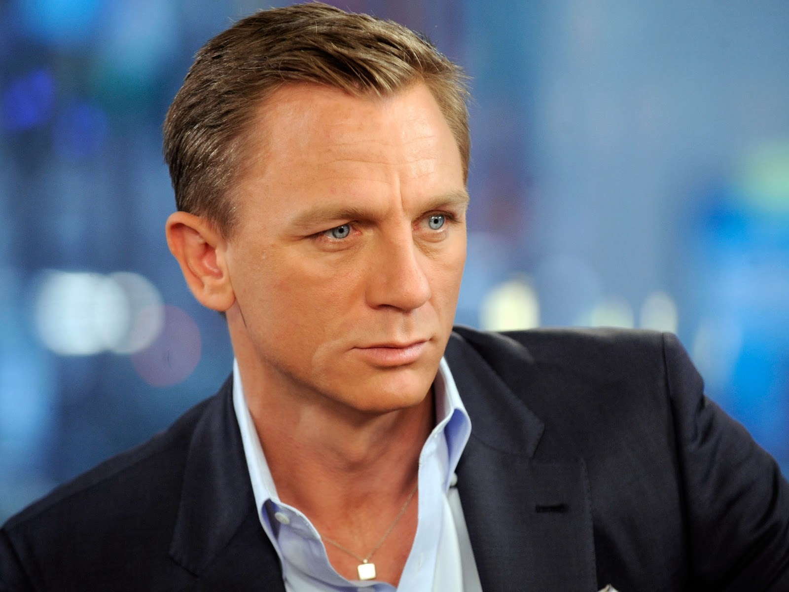 007 TRAVELERS: Daniel Craig has been injured on the set at Pinewood ... Daniel Craig