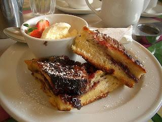 croque monsieur dessert au mascarpone, à la confiture de lait, framboises, vanille
