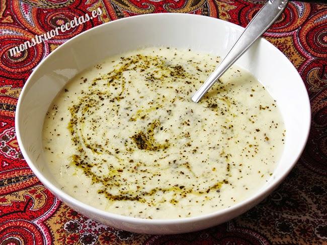 Sopa de yogur y menta (Yayla Çorbasi). Receta de Turquia