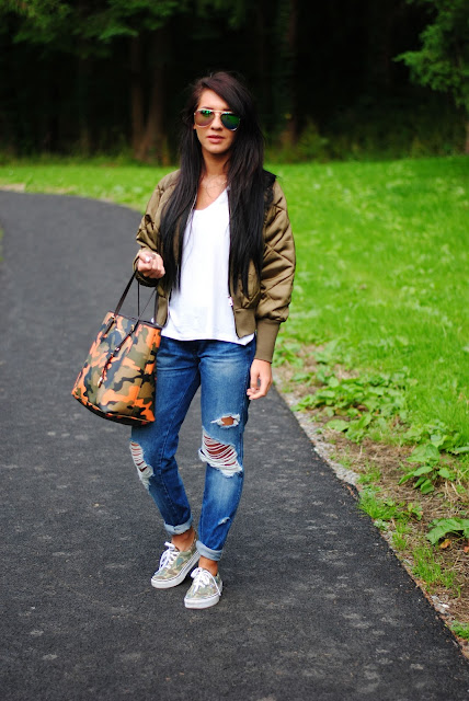 Boyfriend jeans with mk