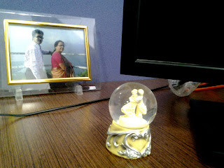 enjoy overtime at work beautiful awesome cubicle decoration elegant Romantic crystal globe with two dolls dancing