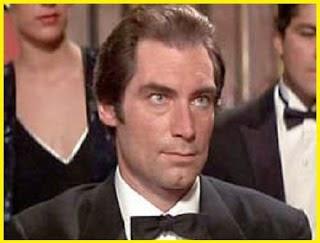 http://edv223edvandersantos.blogspot.com.br/2013/05/007-filmes-e-atores-1962-ate-2008.html