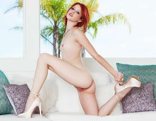 Horny and twerking - rs-250331-752785.jpg