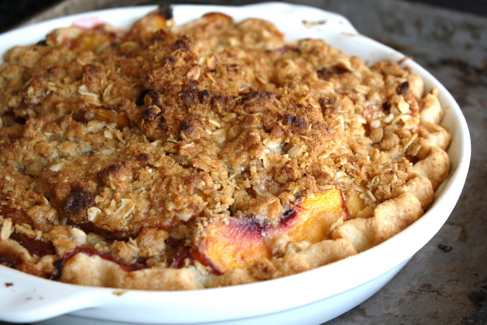 sunday sweets: peach crumble pie