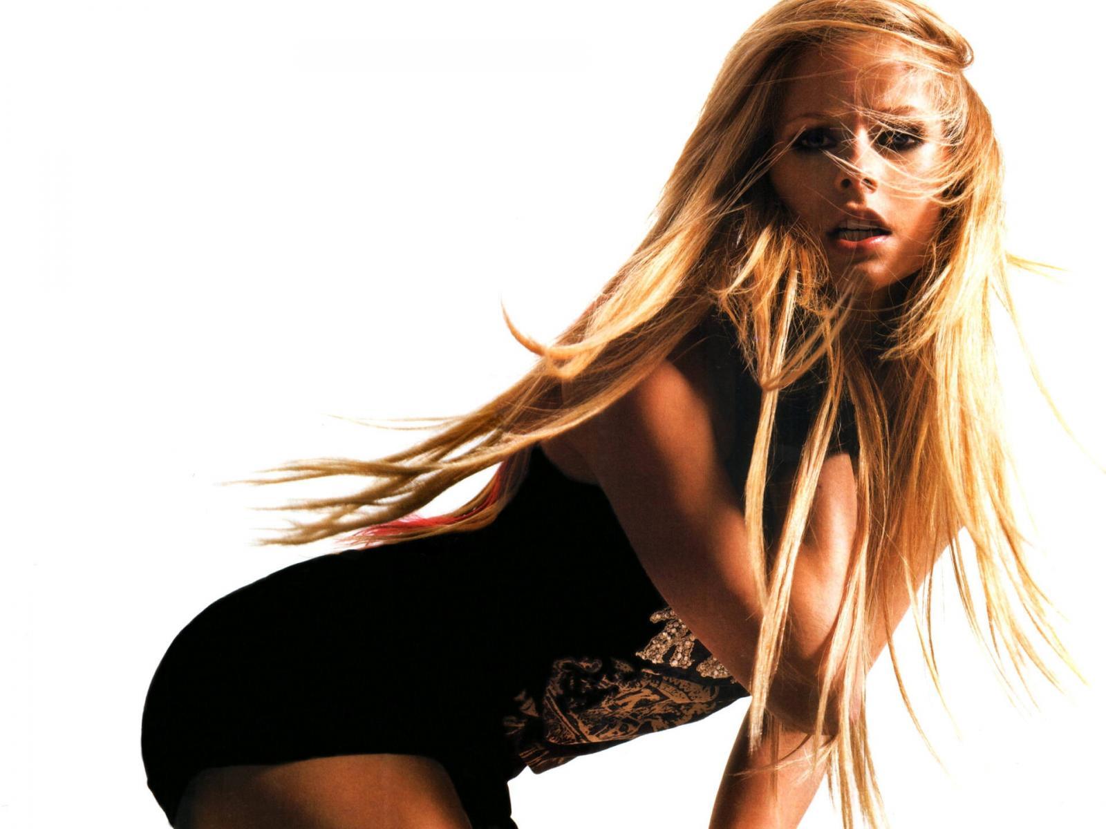 http://1.bp.blogspot.com/-H8u9FZRP_Xo/TbFsIeZbK-I/AAAAAAAAAdQ/d8qhcF8YF94/s1600/Avril+Lavigne.jpg