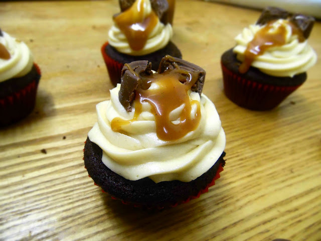 Triple caramel rolo cupcakes