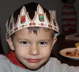 British tradition of paper crowns on Christmas
