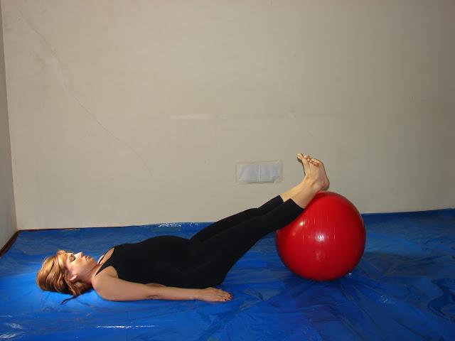 6 exercícios de Pilates com a bola para gestantes