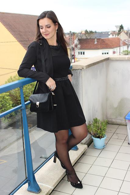 robe maje noire, escarpins clarks