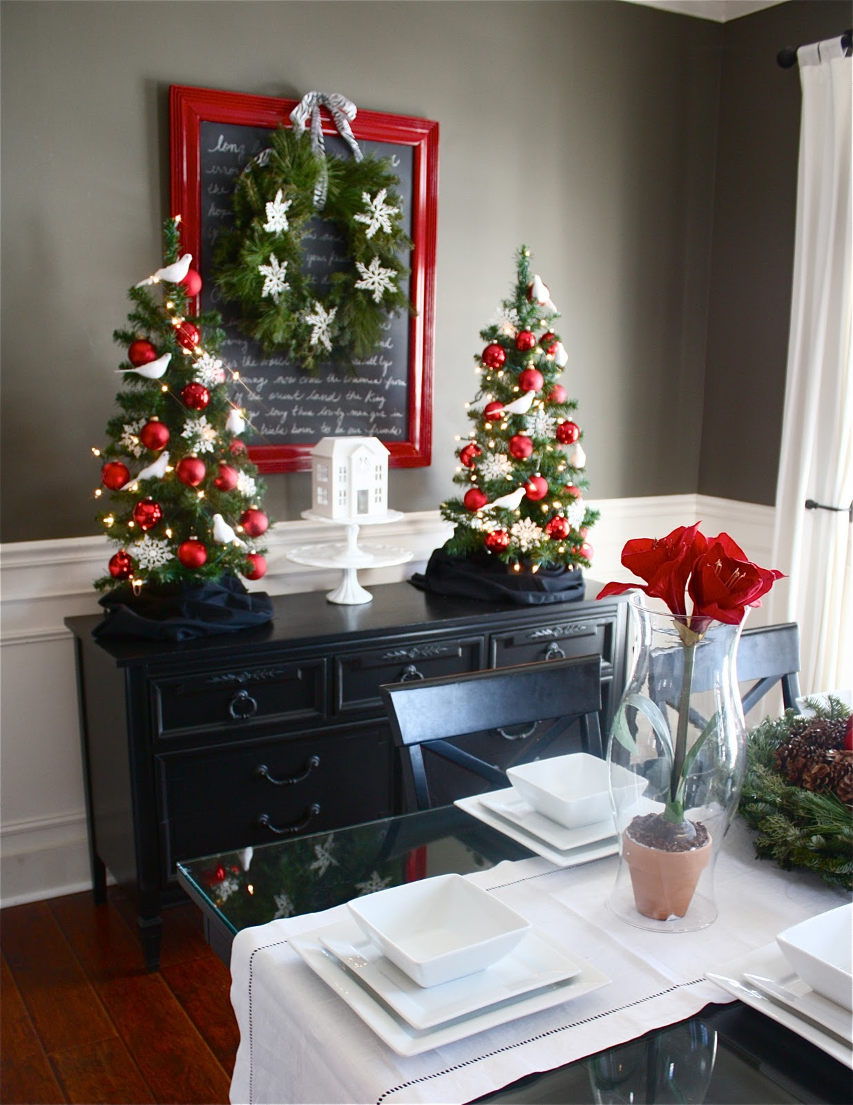 The yellow cape cod holiday home series christmas dining for Ways to decorate dining room