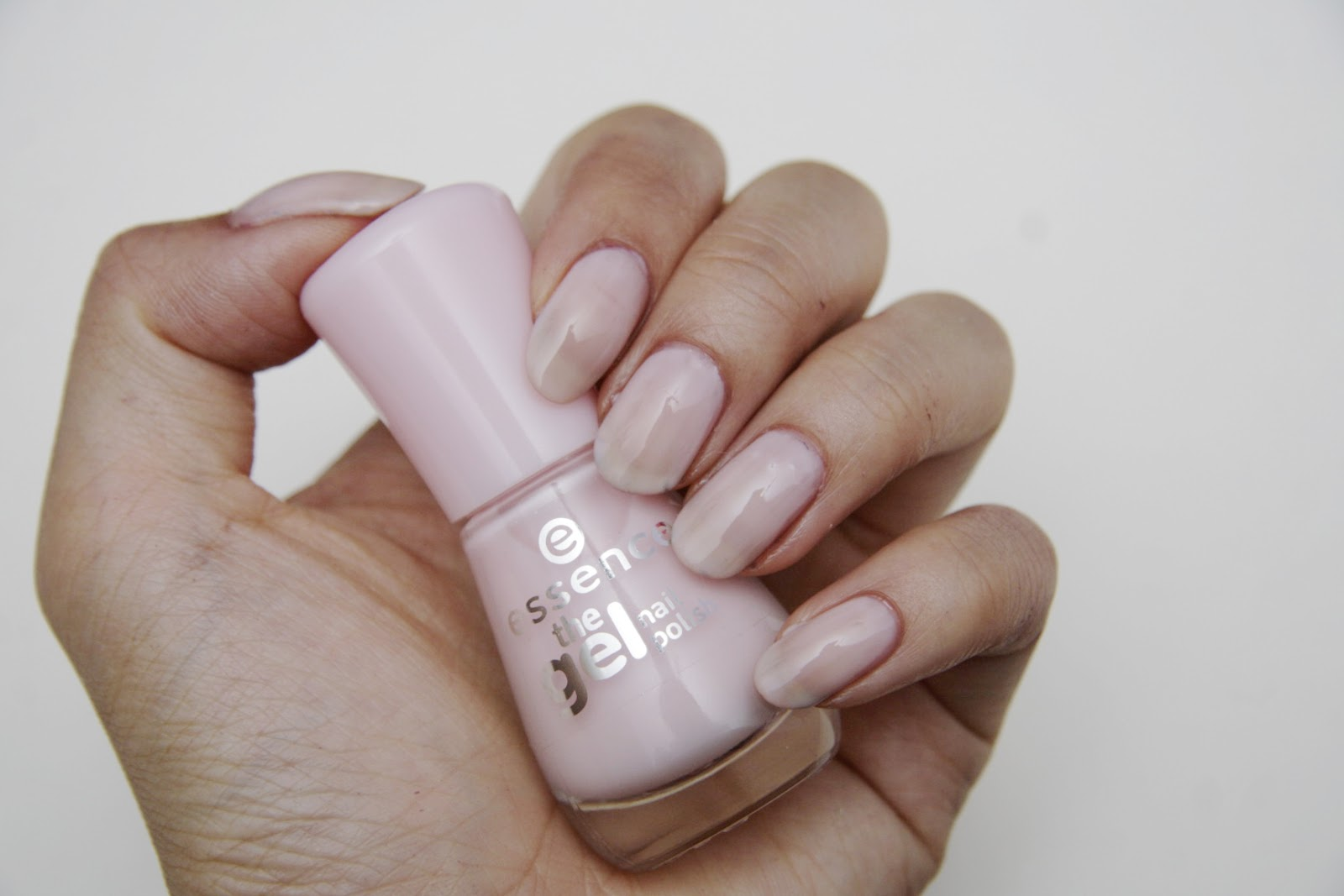 fun size beauty: Essence The Gel Nail Polish + Base Coat + Top Coat