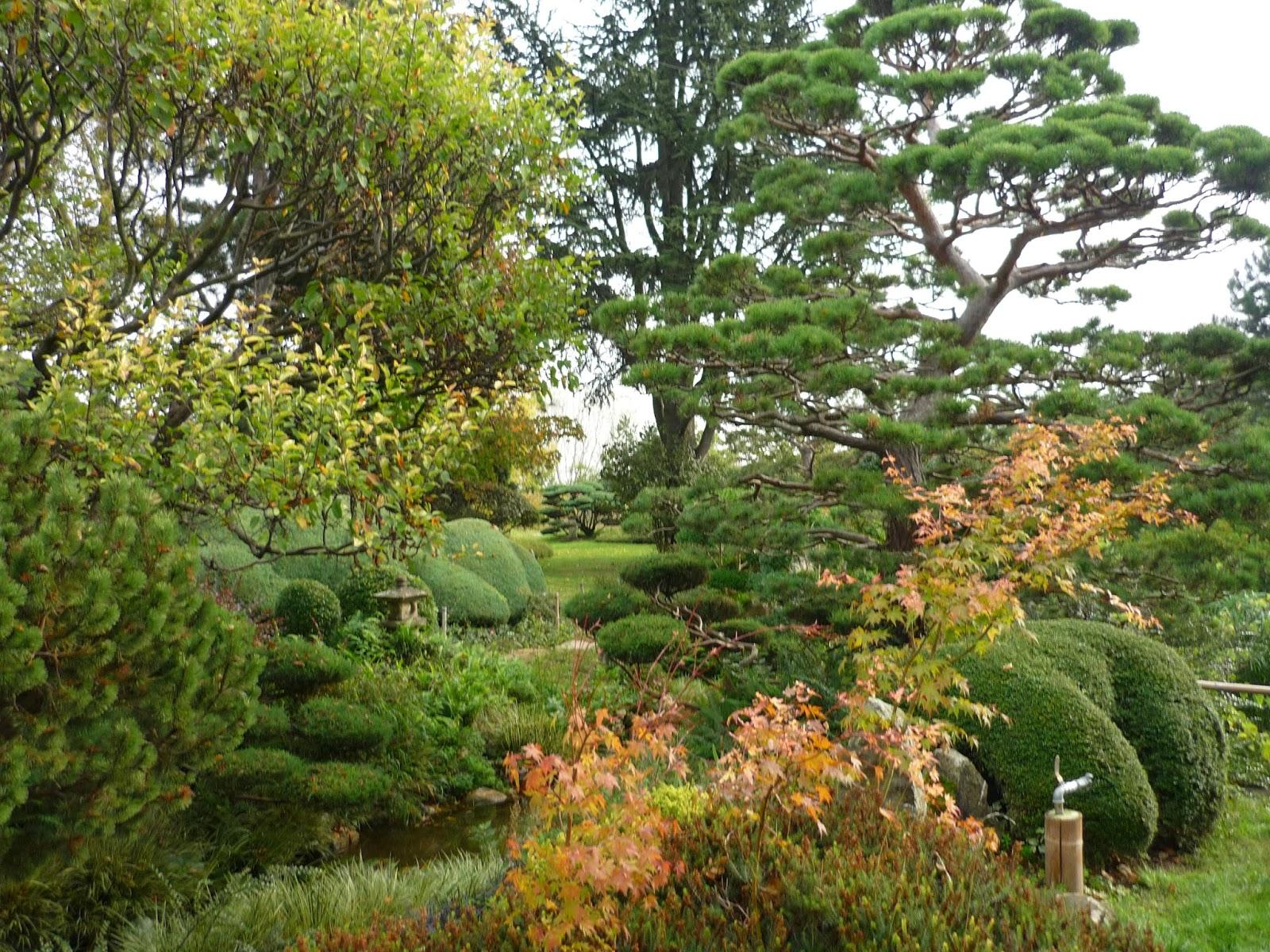 Lire crire randonner les jardins d 39 erik borja - Beaumont monteux jardin zen ...