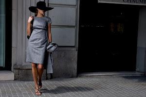 Wanita Tampil Menawan. Fashion Online
