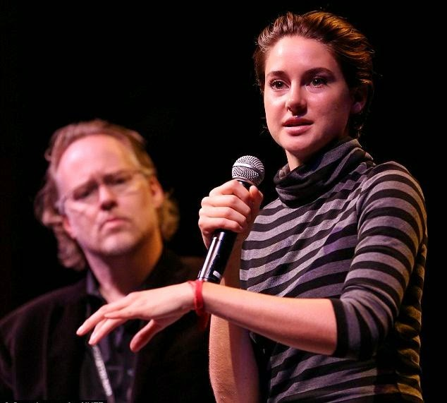 For another lunch time, Shailene Woodley enjoying the stage show as she shared her positively speech alongside the Culinary Institute director of programming, Herb Stratford