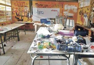Chile hoy reparar los da os en los colegios tomados for Mobiliario para estudiantes