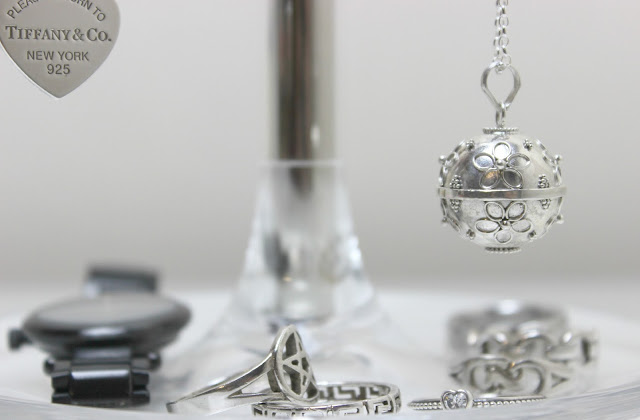 A picture of Blooming Lovely Jewellery Pretty Silver Bola Necklace