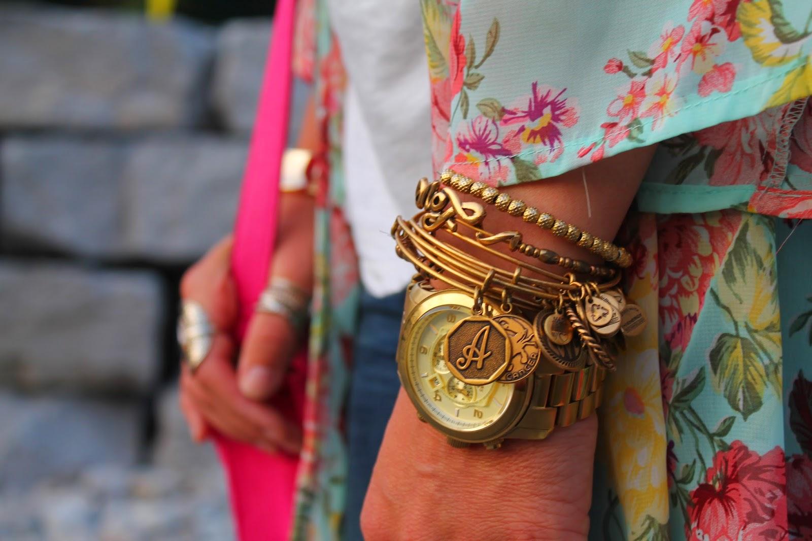 Floral kimono, ways to style a kimono, boho inspired outfit, ripped jeans zara, blogerke, floral print, canandian fashion bloger, toronto street style, alex&ani, armparty