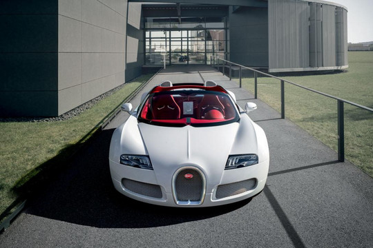 Carbon Fiber Is Also The Dominant Material In The Interior (along With  Stainless Such Metals As Aluminum And Magnesium) Of The Grand Sport Vitesse.