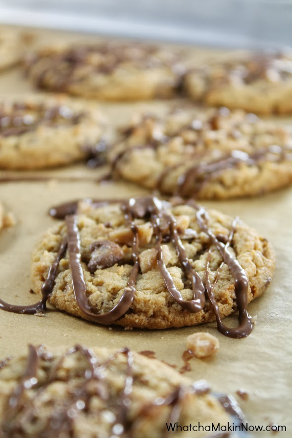 Peanut Butter Heath Cookies - soft, chewy, and a crunch from the toffee pieces. BEST cookie ever!