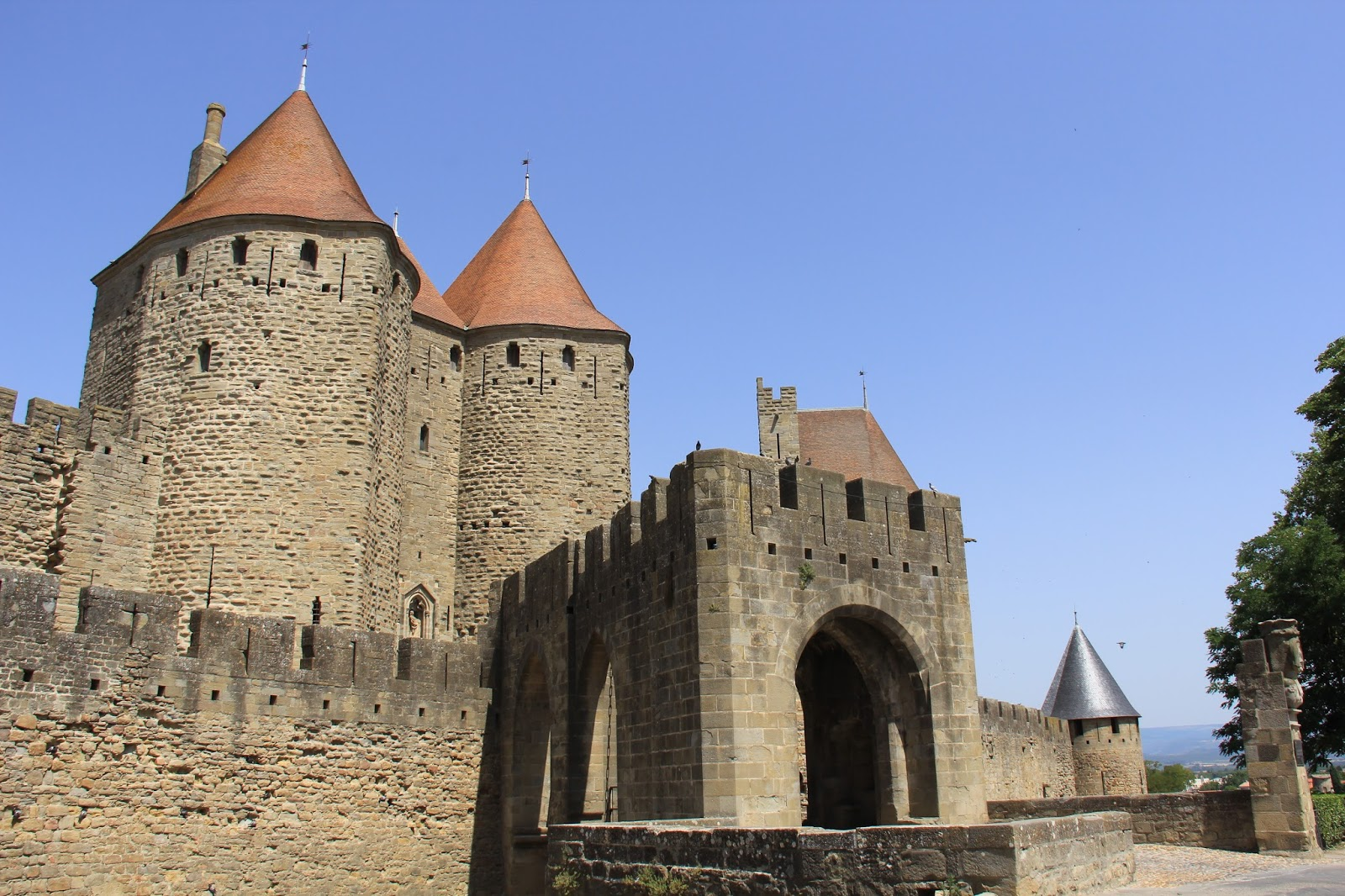 Summers in europe 2015 2017 day 35 carcassonne and for Porte narbonnaise