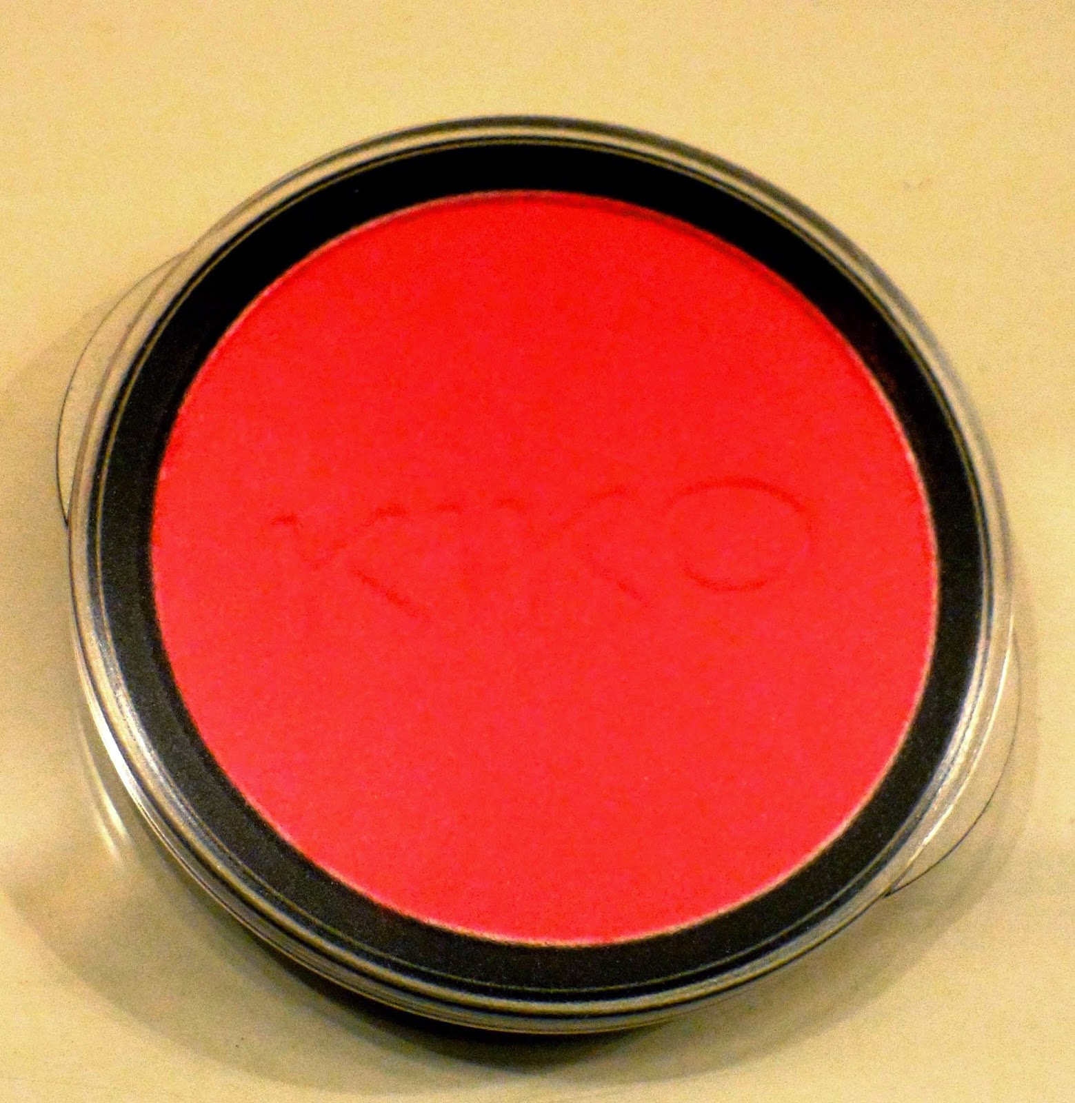 kiko eyeshadow 208 matt red rojo