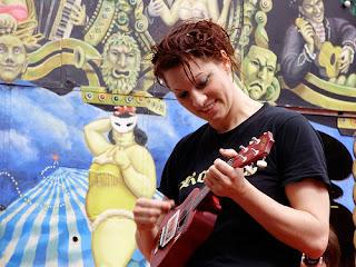 amanda palmer with ukulele