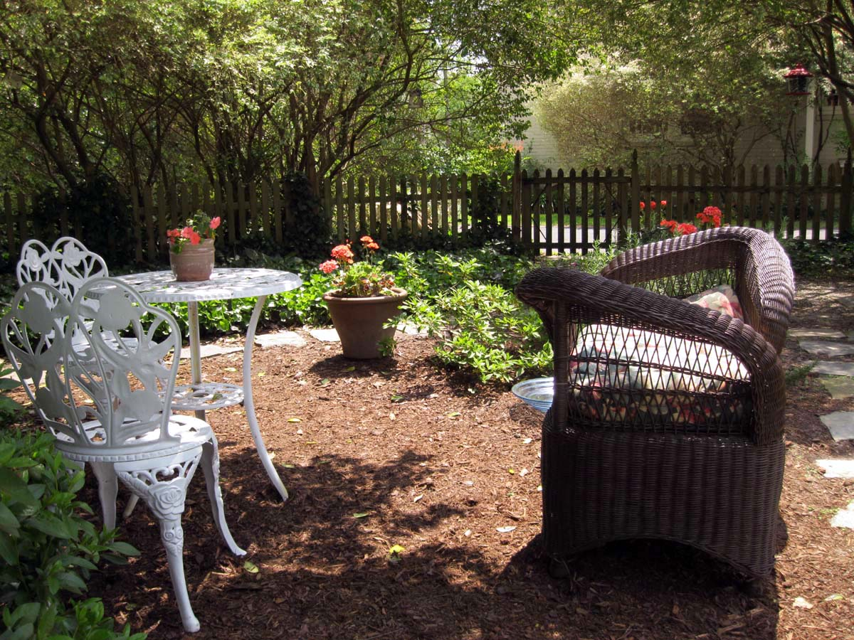 Backyard Hill Makeover : It wasnt a huge back yard makeover, but enough to make a big