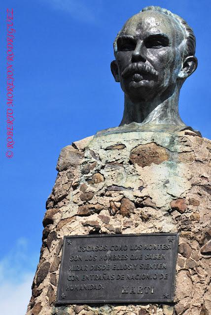 Busto de José Martí en la cima del Pico Turquino inaugurado por Celia Sánchez en Mayo de 1953