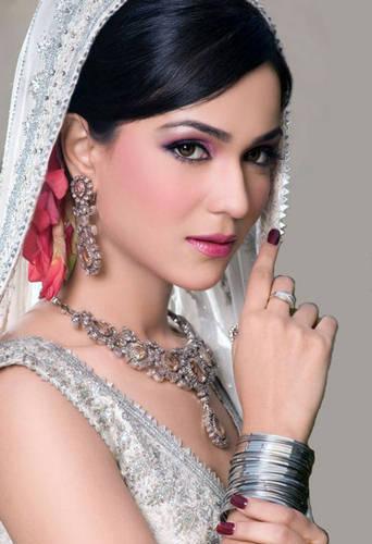 Pakistani models Saba Qamar wallpaper