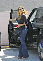 Sofia Vergara getting out of her car