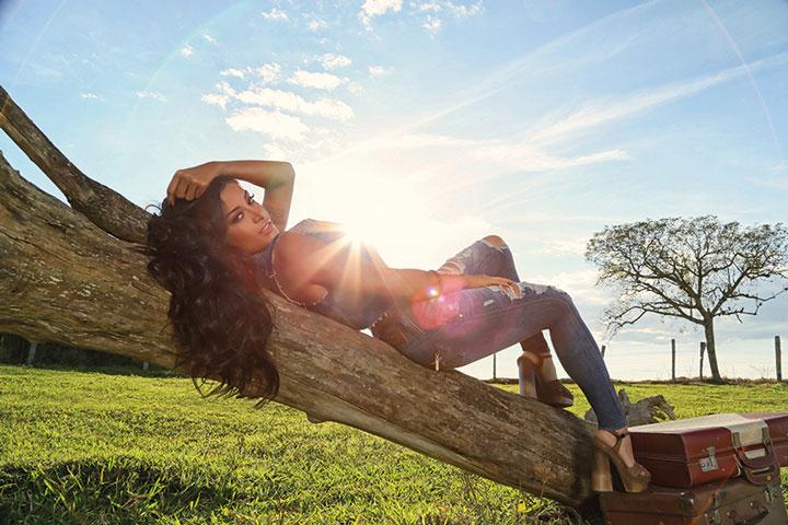 Aline Riscado posa para campanha de marca jeans. Foto: Eurico Freire/Divulgação