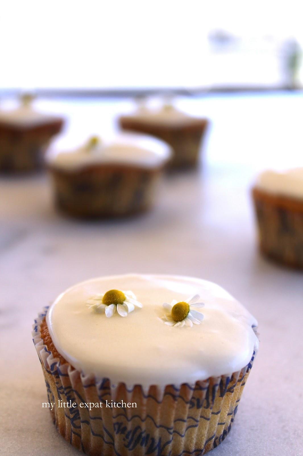 Cupcakes με φρέσκο χαμομήλι