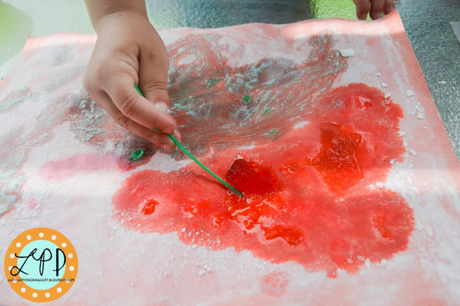 summer play ideas - fizzy bubble paper