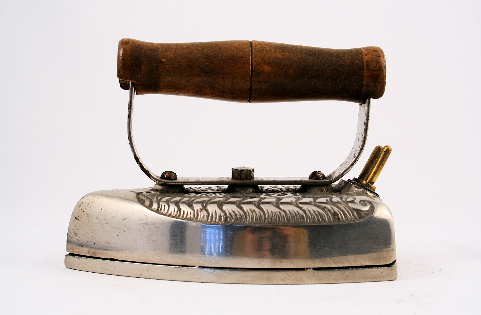 First Electric Steam Iron ~ Manufacturers of electric laundry irons in vintage