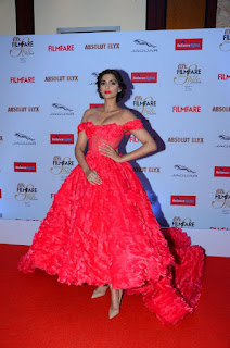 Actress SonamKapoor Latest Stills At Filmfare Style Awards 2015