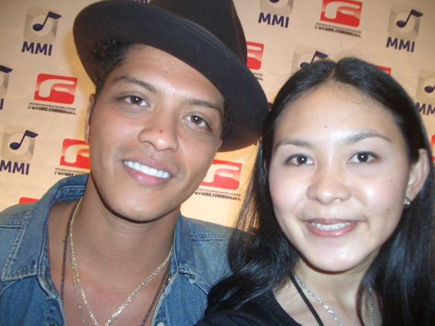 All is one how meeting bruno mars manifested i then gave a small pat on his shoulder to call his attention and thanked him our souls meet eye to eye thank you bruno this was that special m4hsunfo