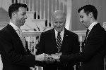 Propagandă gay fără limite! Joe Biden, vicepreședintele SUA, a cununat un cuplu de homosexuali