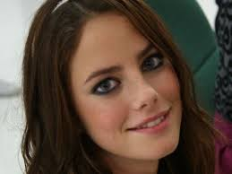 What is the height of Kaya Scodelario?