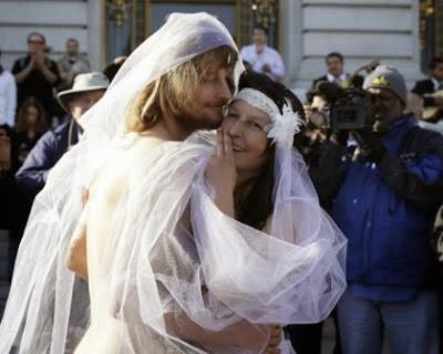 Akibat Bikin Pernikahan Telanjang, Pasangan ini Ditangkap Polisi