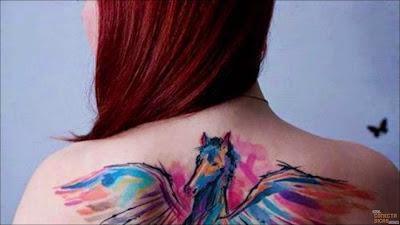 Cavalo alado - Tatuagens Femininas nas costas